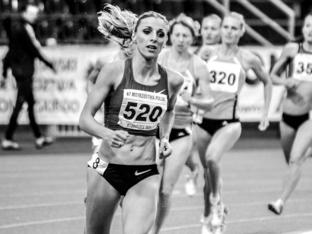 Angelika Cichocka na mistrzostwach Polski na 800 m w 2011 roku (fot. Aleksandra Szmigiel-Wiśniewska& Kuba Stężycki)